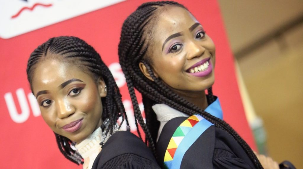 Twins Siphesihle and Sinethemba Gwambe graduate with their Bachelor of Arts (Psychology) degrees.