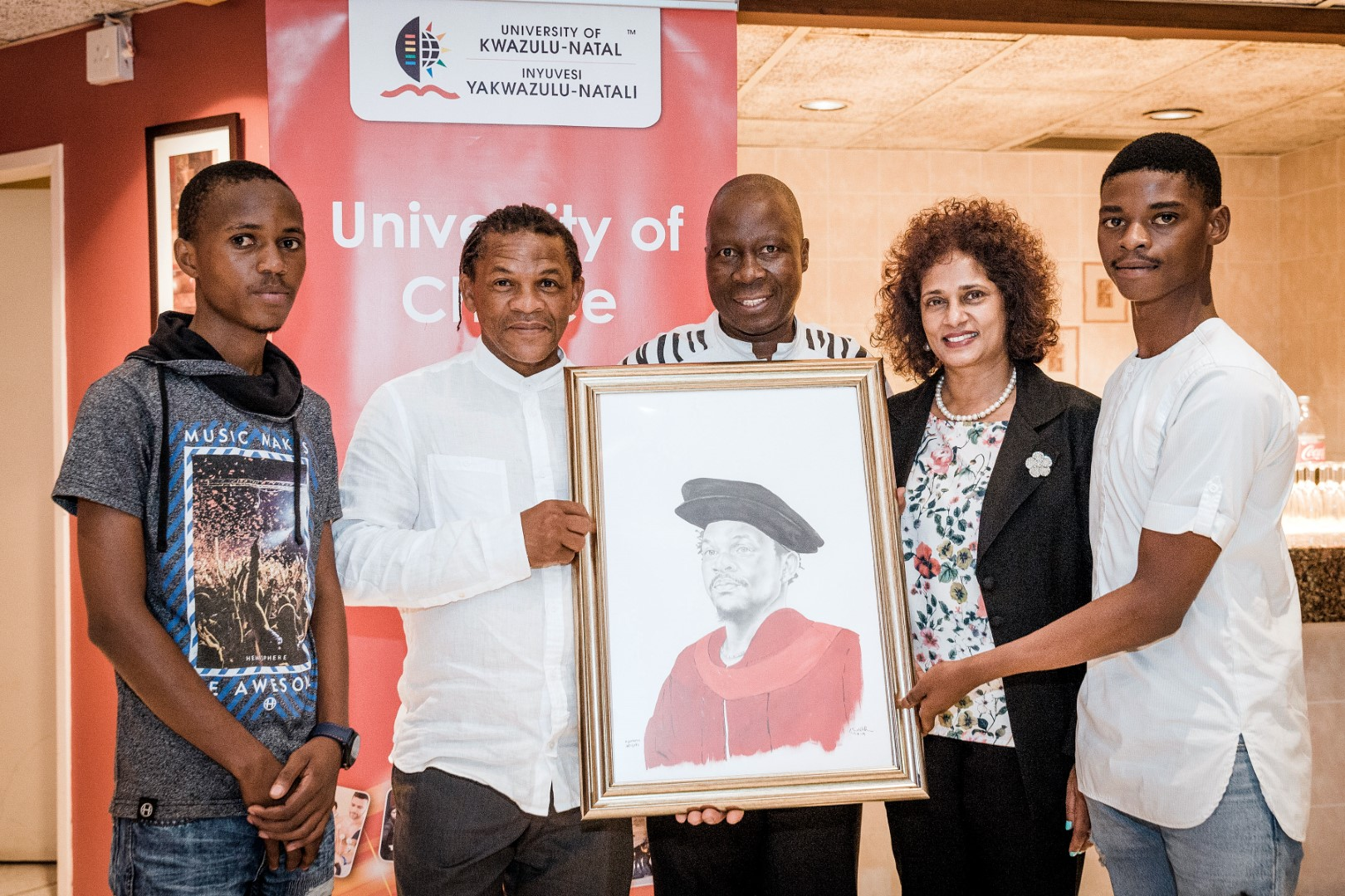 Students from UKZN hand over a painting to Honorary Doctorate Dr Willie Bester
