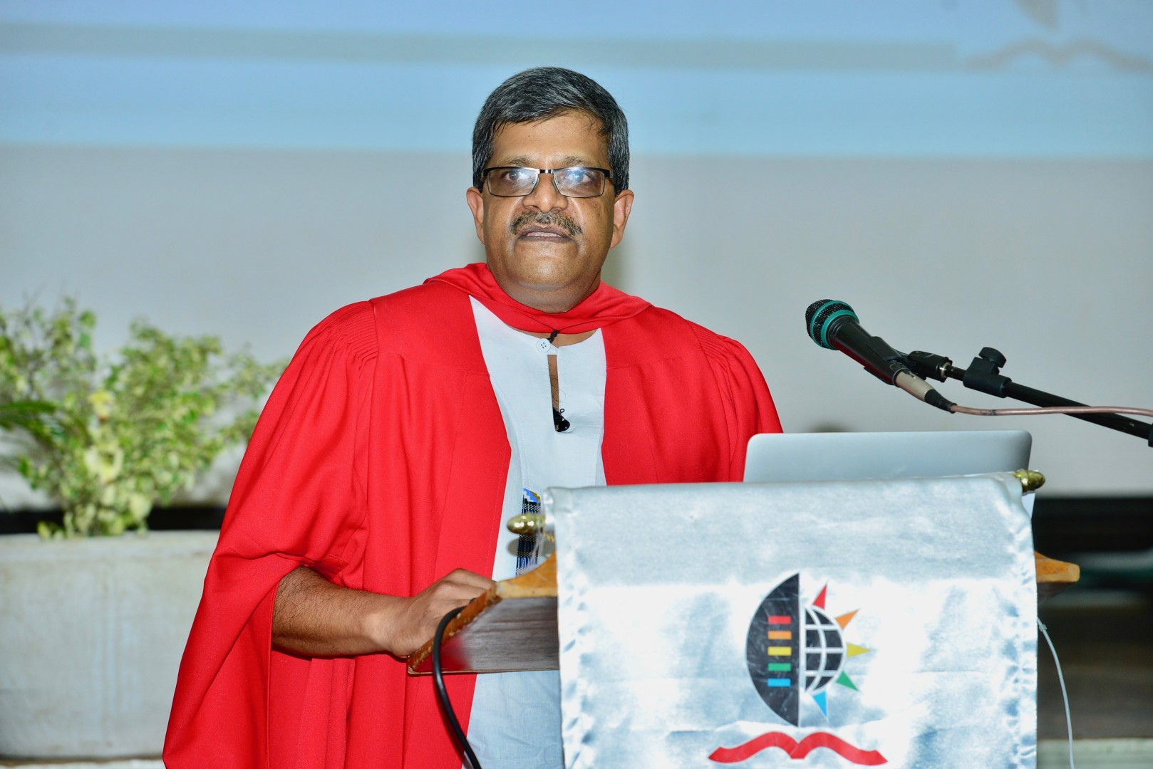 Professor Vaughn John delivers his inaugural lecture on violence in SA